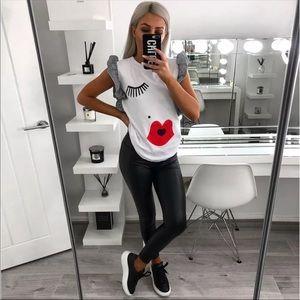 Black and white ruffle kiss t shirt XL NEW